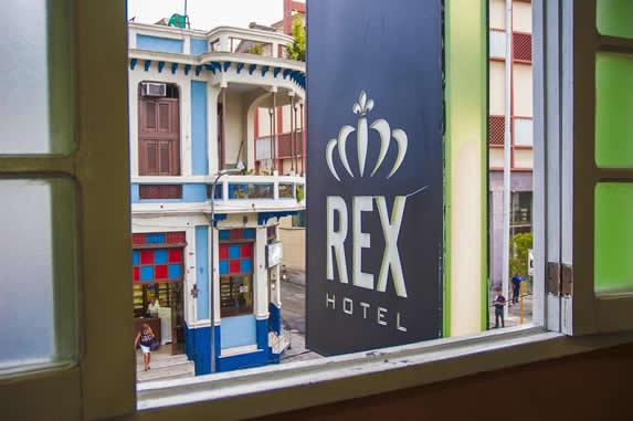 vista a la ciudad desde un ventana del hotel Rex